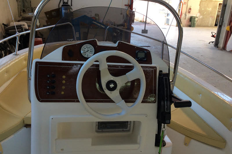 Marinello 16 Fisherman console