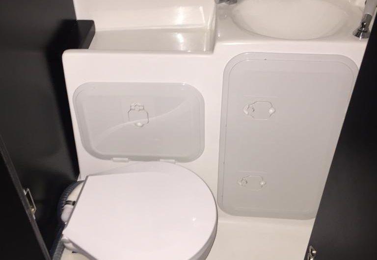 locale con wc elettrico separato