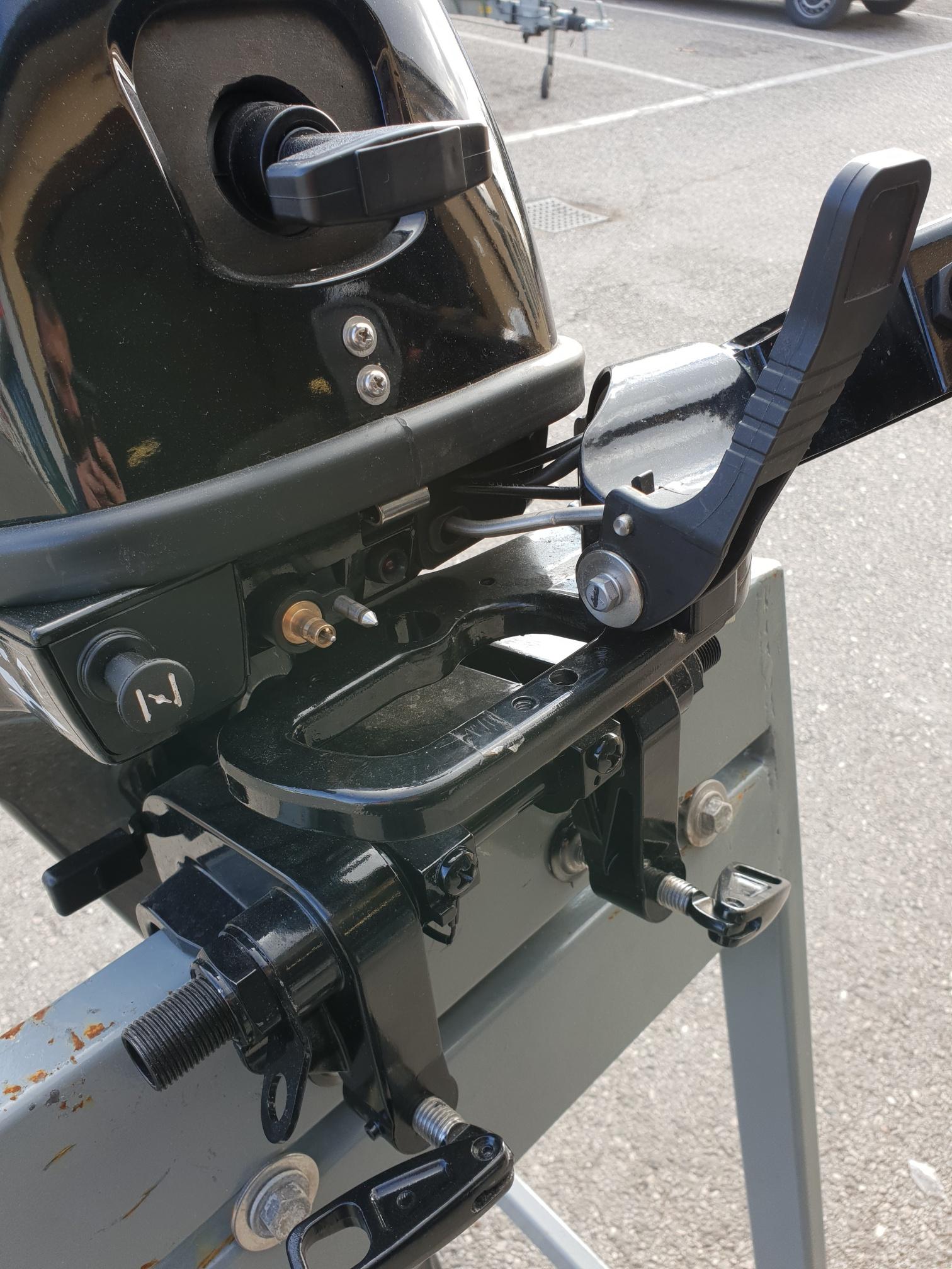 Foto Motore Fuoribordo Usato Hidea F 9.9 4 tempi gambo corto - 2