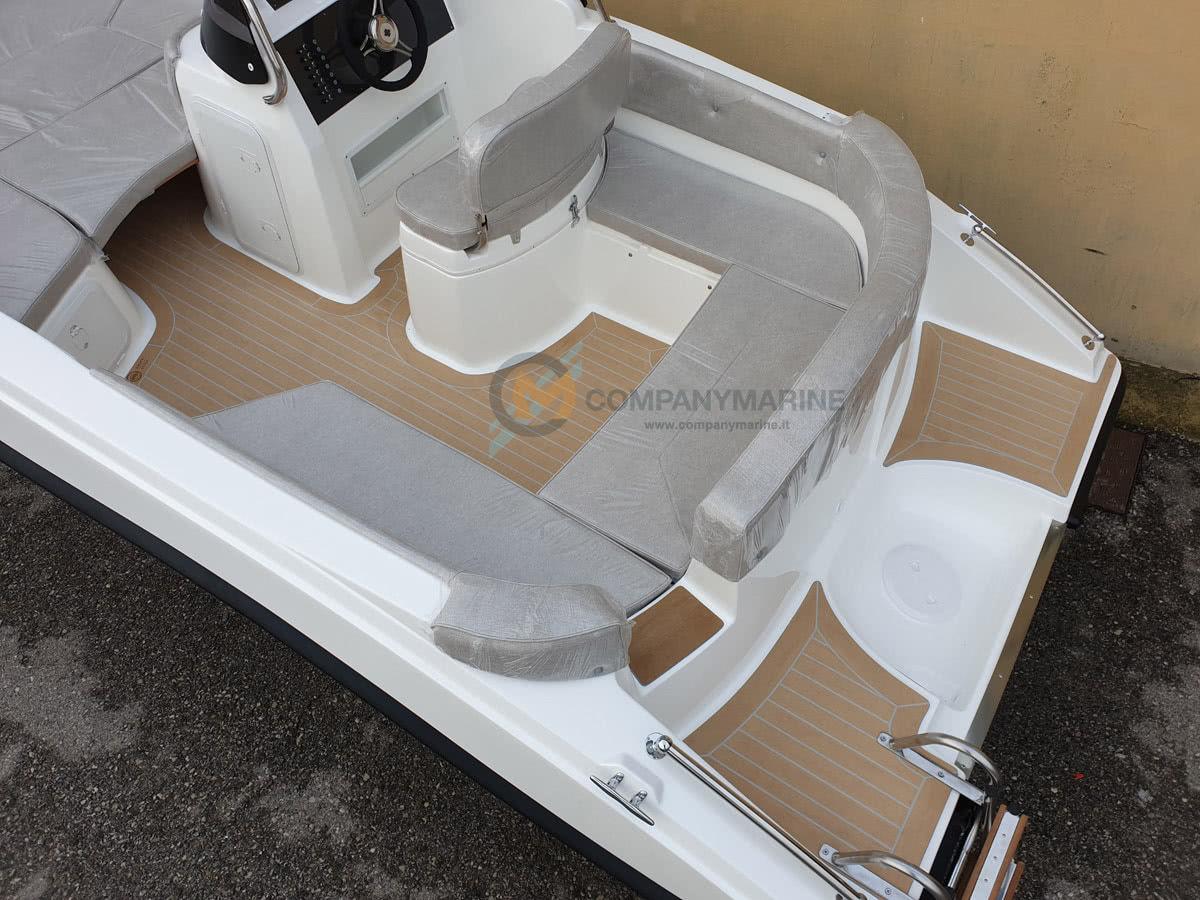 Barca Open Marinello 18 Eden Teak Edition dettaglio spazi interni